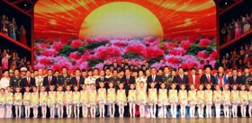 中共中央九常委出席首都军民迎春联欢会