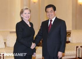 美国务卿希拉里结束访华回国