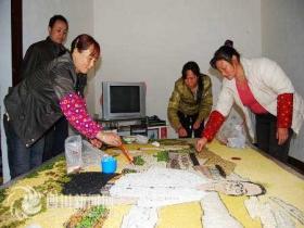 四川青川枣树村民用五谷为温总理画像