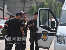 武汉警方果断处置武汉大学持枪挟持人质案(图)