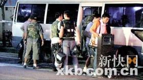 广州闹市区数十特警持枪封路围捕毒贩
