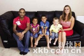 同父同母三兄妹分别有黑白黄三种肤色(图)