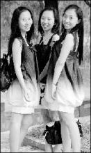 三胞胎姐妹被同所大学同一专业录取(图)