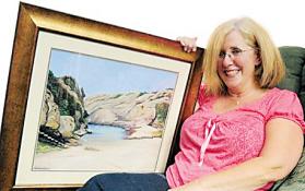 英国寡妇将亡夫骨灰制成油画挂在客厅