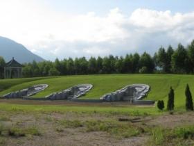 工商局长被指花百万占地5千平米建豪华坟墓(图)