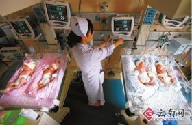 女子产下1男3女四胞胎(组图)