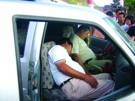 司机醉驾撞车致1死7伤 肇事后在车内昏睡(图)