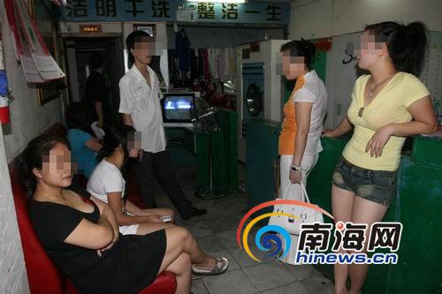 海口警方突袭嫖娼点抓获20名站街女(图)