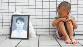 母亲为3岁幼子论理遭酒店老总率人打死(图)