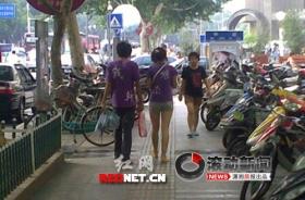 街头男女穿不雅情侣装惹争议(图)