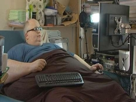 世界最胖男人体重445公斤 每天摄入2万大卡热量
