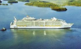 """世界最大邮轮今起航 比""""泰坦尼克""""大4倍(图)"""