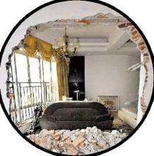 业主疑自家屋面积缩水多次砸穿邻居墙壁(组图)