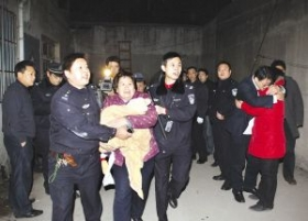 江苏一歹徒入室劫持老人婴孩 被特警击毙(图)