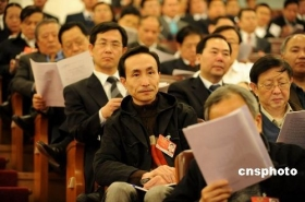 """高房价被政协委员视为""""过街老鼠"""" 巩汉林喊降"""