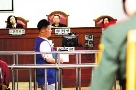 """""""卖假灾害报告""""案开审:官员称记者引诱犯罪"""