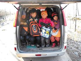 核定成员8人客车载36名小学生