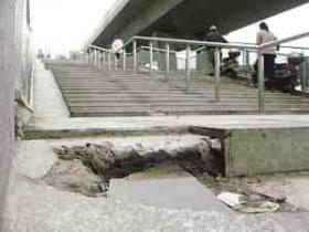 江苏一大桥开通5天多处破损 市民质疑工程质量