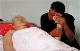 58岁老太被撞成植物人 亲属将其搬进肇事者家