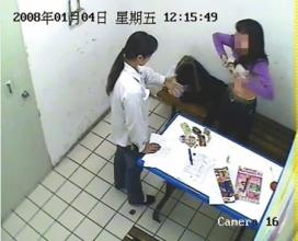 超市前员工上传女子在超市被脱光搜身图片