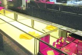 张家口珠宝店遭持枪枪劫 60万黄金洗劫一空