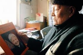 八旬老汉写六万字纪念已故妻子