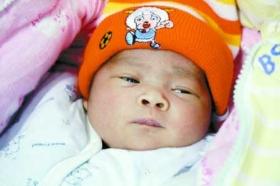 河南警方解救三被拐女婴 曾遭虐待急寻父母
