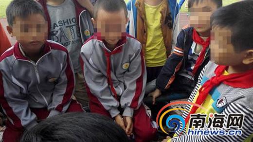 提起那天小伙伴溺水的事发经过,4个男孩一个个都惭愧地低下了头。
