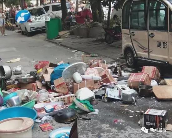 被抛出的物品。图片来源:民生大参考(minshengdacankao)