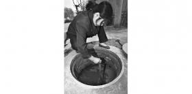 村民水表被安深井中充值需跳井