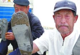 65岁老妇为还债当农民工 遭遇欠薪露宿街头