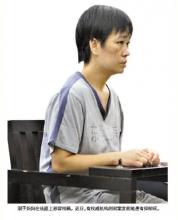 溺死脑瘫双胞胎母亲受审称想给家里一个解脱