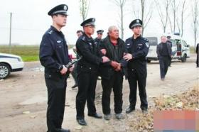 老人讨不回欠款勒死两人抛尸 举家外逃12年被抓