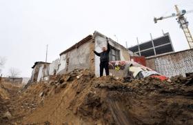 新疆抗拆迁户半夜被人破窗捆绑 钱财遭洗劫