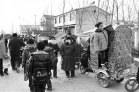 村民称江苏校车侧翻时载有60余名学生