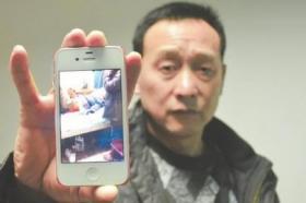 男子酒后闹事被其父抱住 警方鸣枪击伤两人