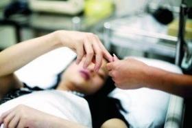广州城管与小贩互殴10分钟 双方数人受伤