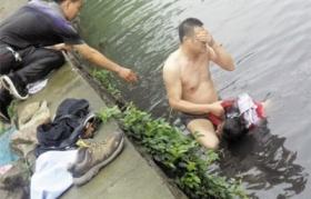 温州警察为救人跳入臭河染病 环保局长致歉