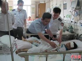 海南小学春游大巴侧翻致8人死32人伤