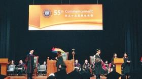 支持占中学生撑伞参加毕业典礼 校长拒颁毕业证