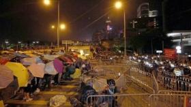 """""""占中""""行动升级:香港政府总部遭围堵"""
