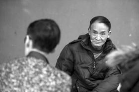 """周正龙携新""""虎照""""赴京申述 最高法受理"""