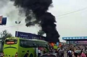 河北进京公交遭纵火 目击者:男子带燃油点火