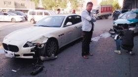 出租车撞玛莎拉蒂被判负全责 30万不够赔的姐落