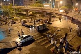 北京路虎车坠桥砸中起亚车 司机醉驾且涉牌违法
