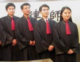 北京试点律师出庭统一着装 不穿律师袍将被训诫