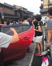 """中国老太被指在日""""碰瓷"""" 带团领队导游否认"""