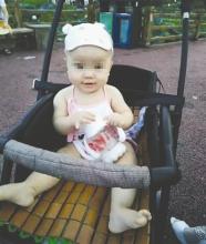 健身铁球高空坠落 女婴不幸被砸身亡