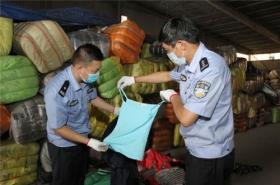 厦门海关截获500吨走私韩国旧服装 多来自二手市