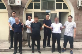 """3男子假冒记者砖厂""""取证"""" 敲诈12000元后被抓获"""